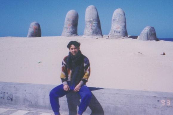 Yoshika Matsubara durante su estadía en Uruguay, de paseo en Punta del Este.