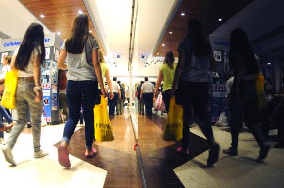 Locales reabren sus puertas. Foto: Archivo El País