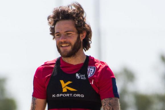 Nahitan Nández en los entrenamientos del Cagliari