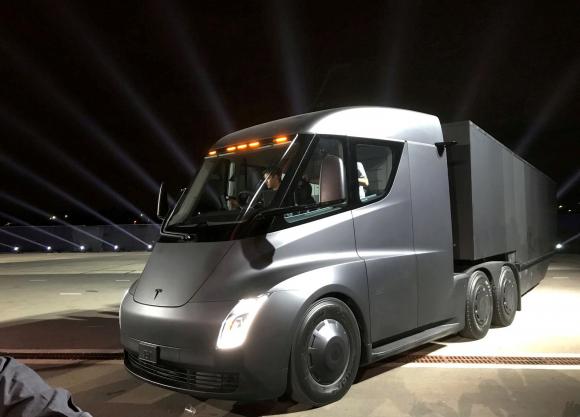 El camión eléctrico de Tesla se presentó en Hawthorne, California, EE. UU en noviembre de 2017. Foto: Reuters.