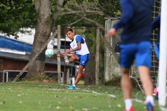 Mathías Suárez entrenando en Los Céspedes. FOTO: El País.