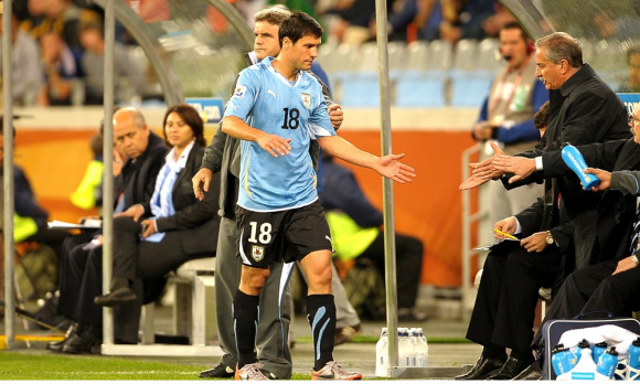 Ignacio González llega al banco de suplentes tras ser sustituido a los 62'. Fue su único partido. Foto: Gerardo Pérez