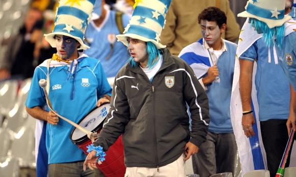 Hinchas en las tribunas en el debut entre Uruguay y Francia en Sudáfrica 2010. Foto: Gerardo Pérez