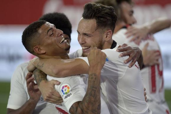 Lucas Ocampos celebra su tanto en el Sevilla-Betis. Foto: AFP.