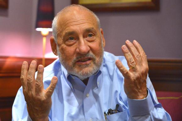 Joseph Stiglitz disertó en una conferencia virtual en el marco del 50° aniversario de la CAF. Foto: AFP