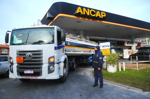 Nafta y Gasoil: Uruguay tiene los precios por litro más caros que Argentina, Brasil, Chile y Paraguay según consultora SEG Ingeniería. Foto: Fernando Ponzetto