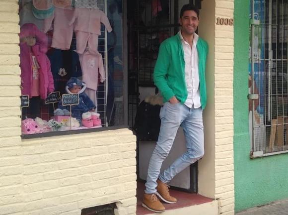 """Diego """"Facha"""" Ferreira y su tienda en Pando."""