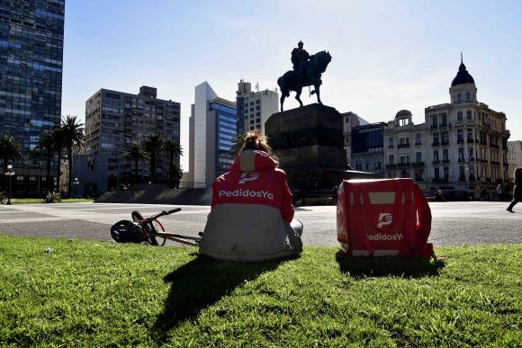 PedidosYa y Rappi son las únicas dos aplicaciones de delivery que operan hoy en Uruguay. Foto: Fernando Ponzetto