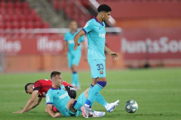 Ronald Araújo en el duelo entre Barcelona y Mallorca. Foto: EFE.
