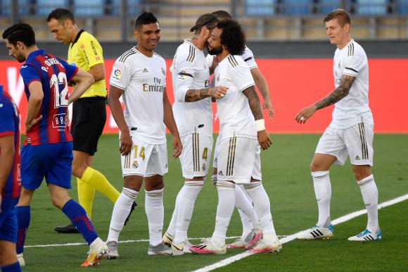 El festejo de los jugadores de Real Madrid tras uno de los goles. Foto: AFP.