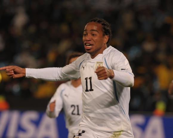 Álvaro Pereira puso el 3-0 de Uruguay frente a Sudáfrica en 2010. Foto: Gerardo Pérez.