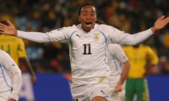 Álvaro Pereira festeja con ganas su gol ante Sudáfrica. Foto: Gerardo Pérez