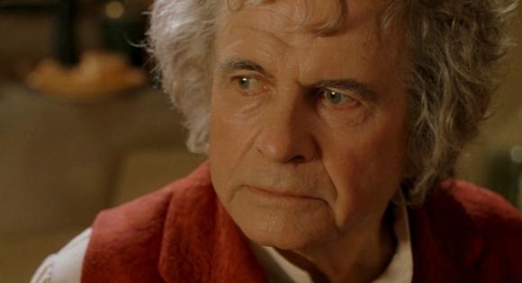 """Ian Holm como Bilbo Bolsón en """"El señor de los anillos"""". Foto: Difusión"""