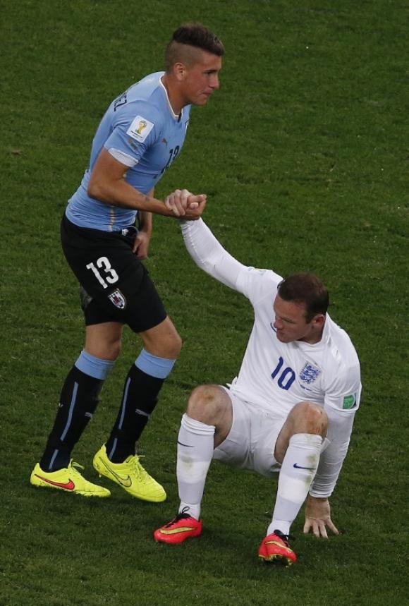 José María Giménez en el Uruguay-Inglaterra. Foto: Reuters.