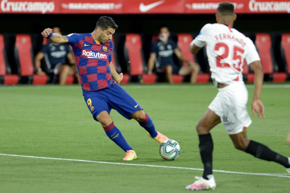 Luis Suarez in the match between Barcelona and Sevilla. Photo: AFP.
