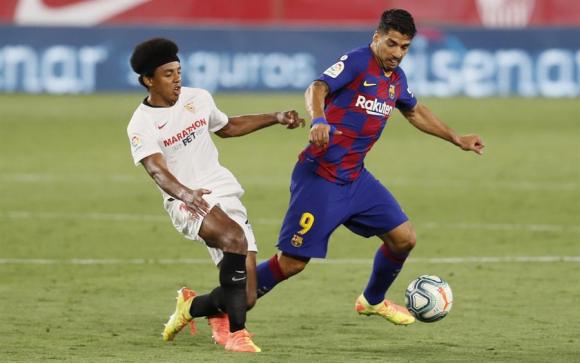 Luis Suárez en el duelo entre Sevilla y Barcelona. Foto: EFE.