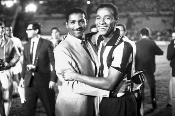Alberto Spencer junto a Juan Joya. Foto: Archivo El País.