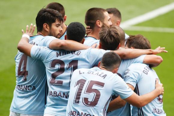 Lucas Olaza celebra junto a sus compañeros uno de los goles del Celta. Foto: @RCCelta.