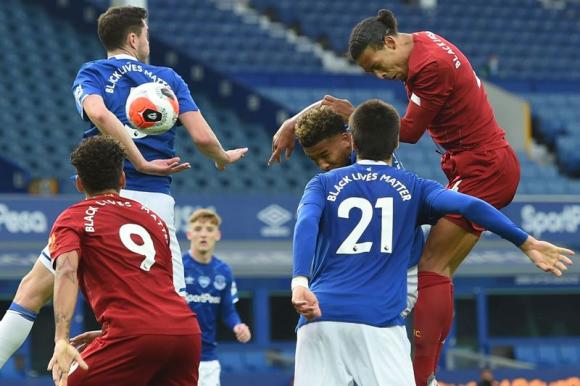 Everton vs. Liverpool. Foto: AFP.