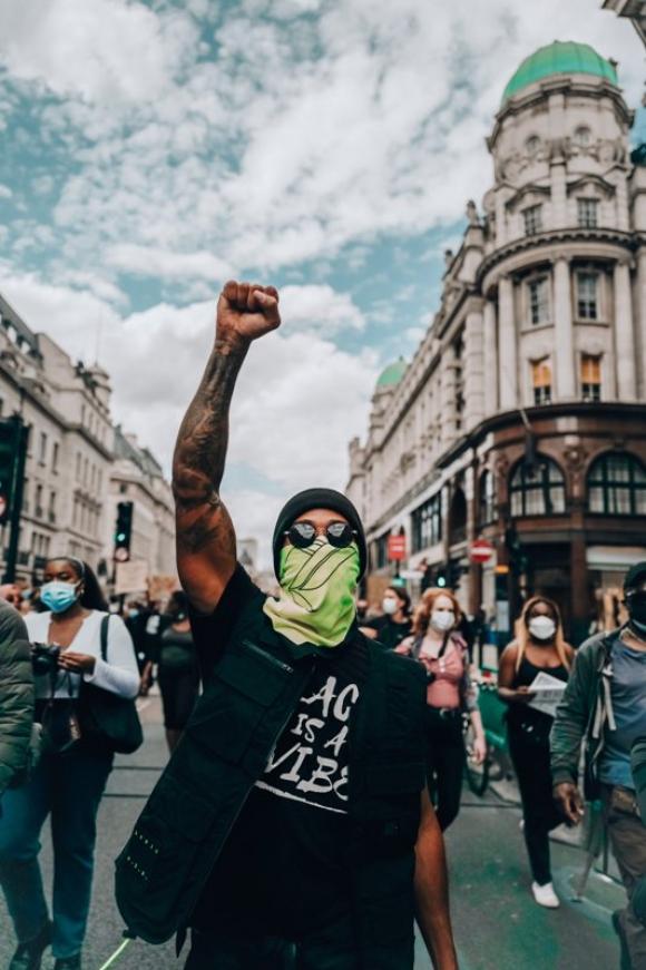 Lewis Hamilton en una marcha en Londres