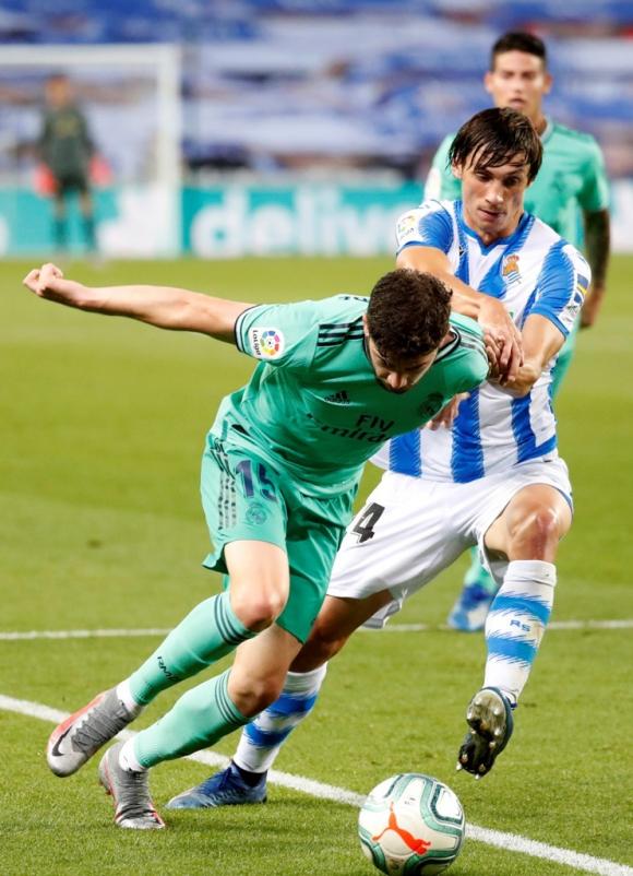Federico Valverde en acción en el partido entre Real Madrid y Real Soceidad. Foto: EFE.