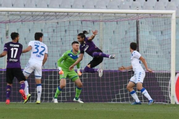 Martín Cáceres en el duelo entre Fiorentina y Brescia. Foto: @acffiorentina