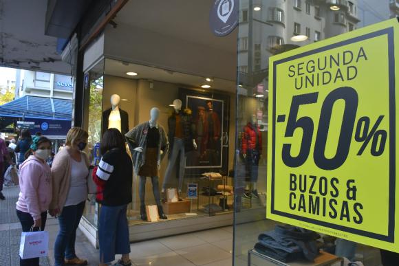 Paseo de compras a cielo abierto durante la pandemia de coronavirus. Foto: Leonardo Mainé