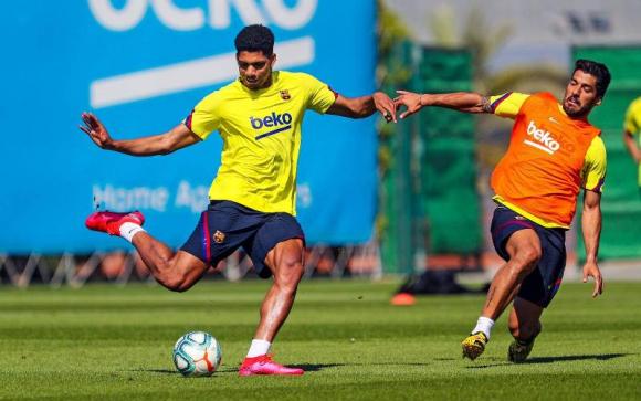 Ronald Araújo y Luis Suárez durante el entrenamiento en el Barcelona. Foto: @FCBarcelona.