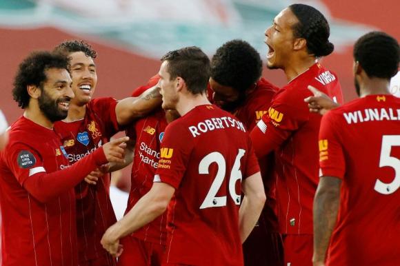 Los jugadores de Liverpool celebran uno de los goles ante el Crystal Palace. Foto: Reuters.