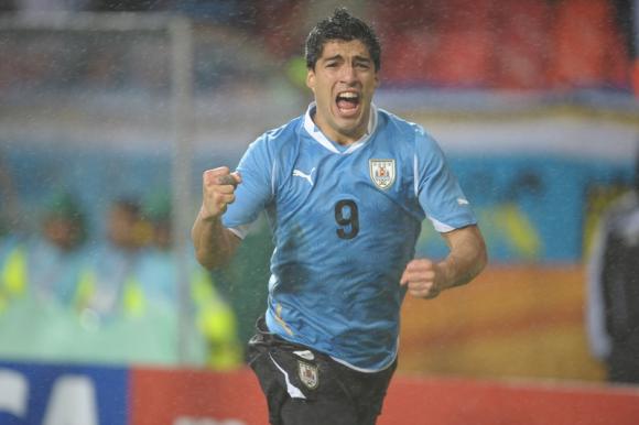 Luis Suárez celebra uno de sus goles ante Corea del Sur. Foto: Gerardo Pérez.