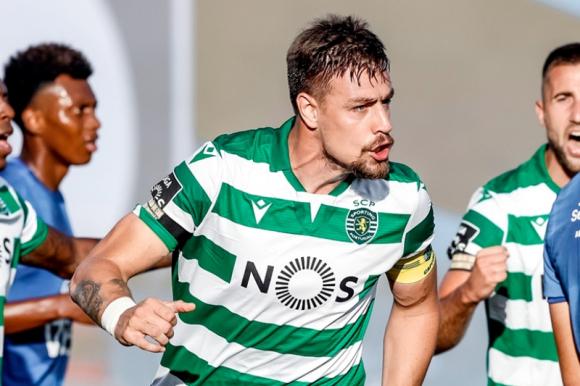 El festejo de Sebastián Coates tras su gol en el duelo entre Sporting y Belenenses. Foto: @Sporting_CP.