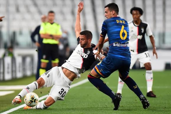Rodrigo Bentancur en el duelo entre Juventus y Lecce. Foto: Reuters.