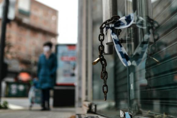 El largo confinamiento en Argentina empezó a pegar fuerte en los comercios y las pymes. Foto: EFE