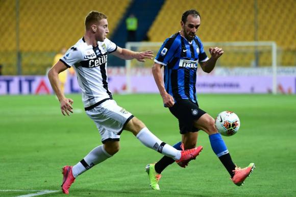 Diego Godín en el duelo entre Parma e Inter. Foto: EFE.