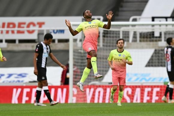 Sterling celebra uno de los goles del Manchester City frente el Newcatle. Foto: Reuters.