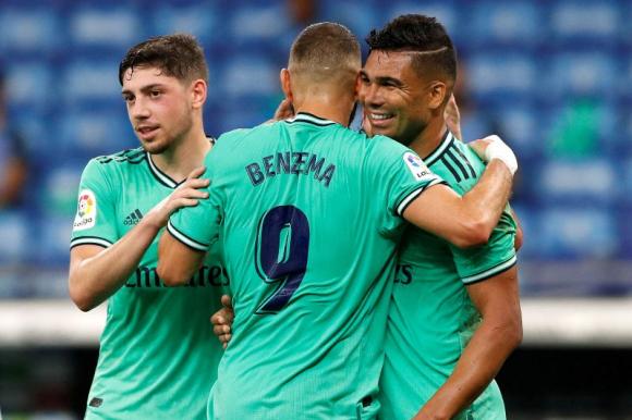 Valverde, Benzema y Casemiro celebran el gol de Real Madrid. Foto: Reuters.