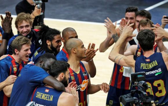 Los jugadores del Baskonia celebran el pase a la final de la Liga ACB. Foto: EFE.