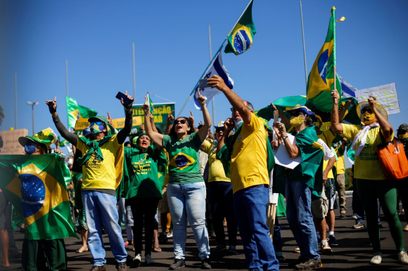 Brasilia: un pequeño grupo de manifestó ayer a favor de Bolsonaro. Foto: Reuters