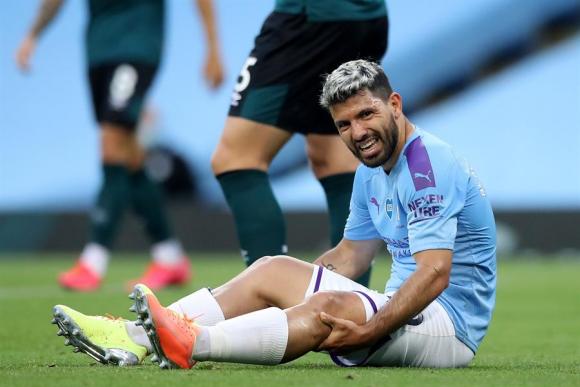 La lesión del Kun Agüero ante Burnley. Foto: EFE
