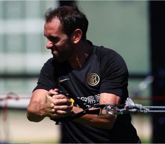 Diego Godín entrenando duro con el Inter de Milán