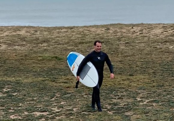 Luis Lacalle Pou surfeó por primera vez desde que es presidente. Foto: Gentileza Duke.