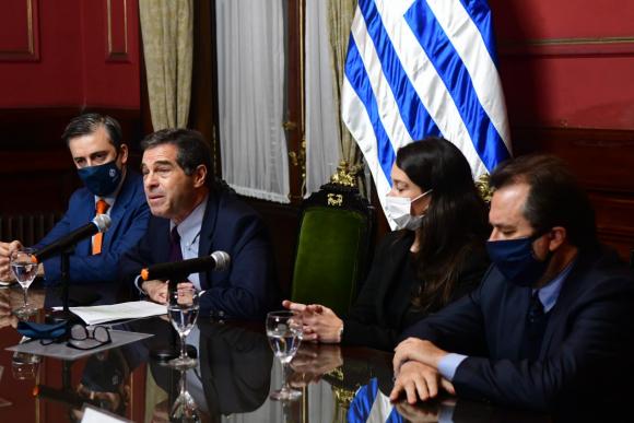 Ernesto Talvi y su equipo, este martes en conferencia de prensa. Foto: Francisco Flores