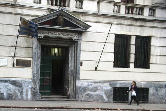 Ministerio de Economía: el mayor gasto en mayo se debió a seguros de paro y enfermedad. Foto: Fernando Ponzetto