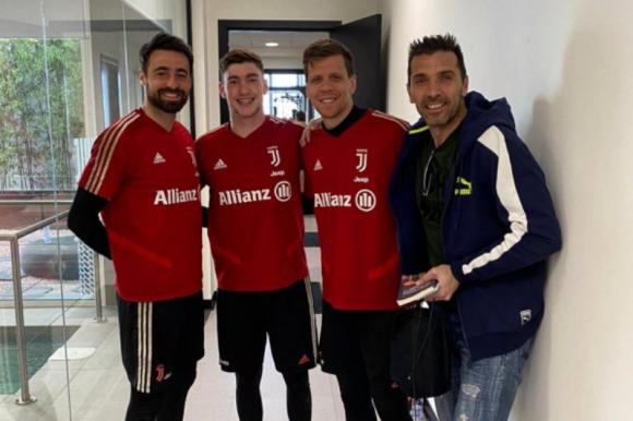 Franco Israel con los arqueros del primer equipo de la Juventus