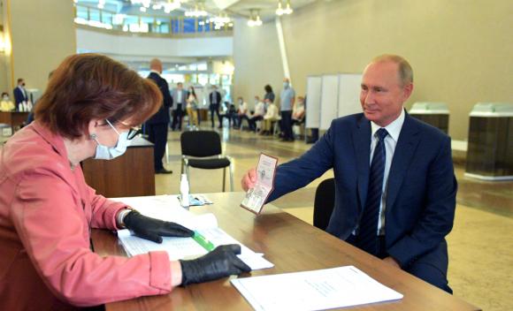La votación estaba prevista en abril, pero se aplazó debido a la pandemia de coronavirus. Foto: Reuters