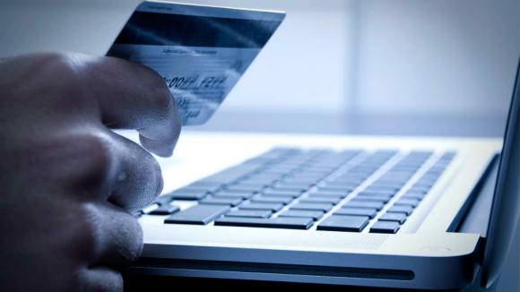 La normativa fija un régimen simplificado para ingresar compras hechas vía web. Foto: Shutterstock