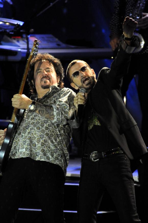 Ringo Starr y Steve Lukather en el show de Punta del Este. Foto: Archivo El País.
