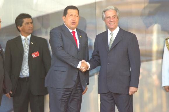 Tabaré Vázquez y Hubo Chavez. Foto: Archivo El País.