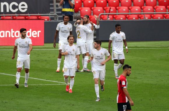 Los jugadores del Real Madrid celebran el gol frente al Athletic Bilbao. Foto: EFE.
