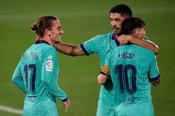 Suárez, Griezmann y Messi celebran un gol de Barcelona. Foto: AFP.